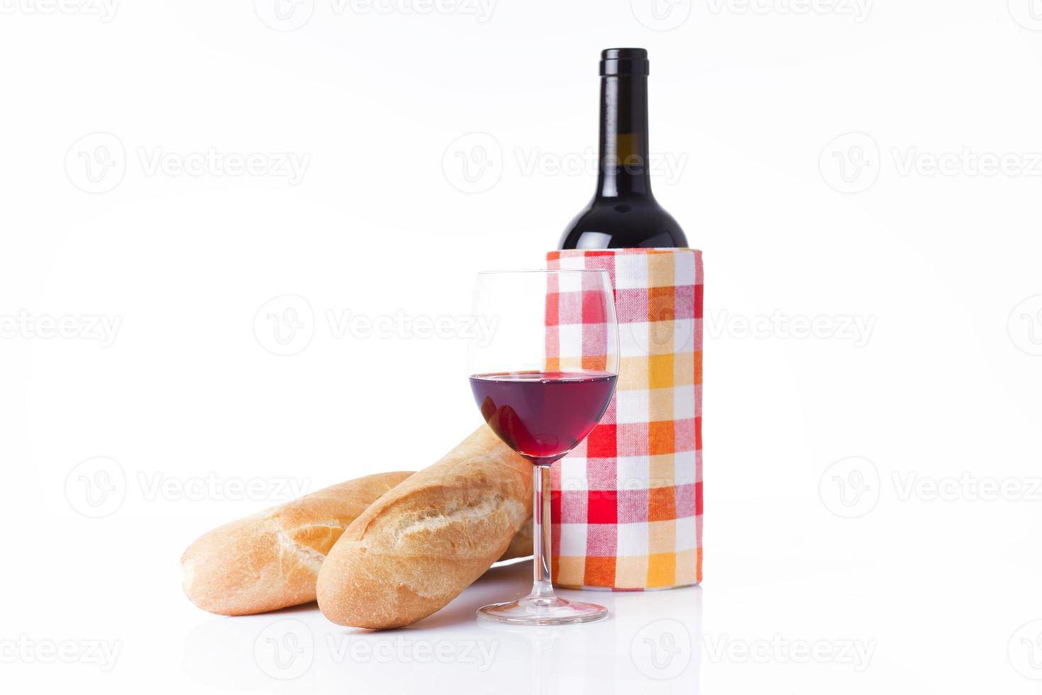 vino rosso e baguette foto