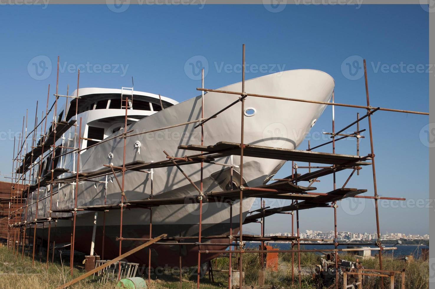 nave nel cantiere foto