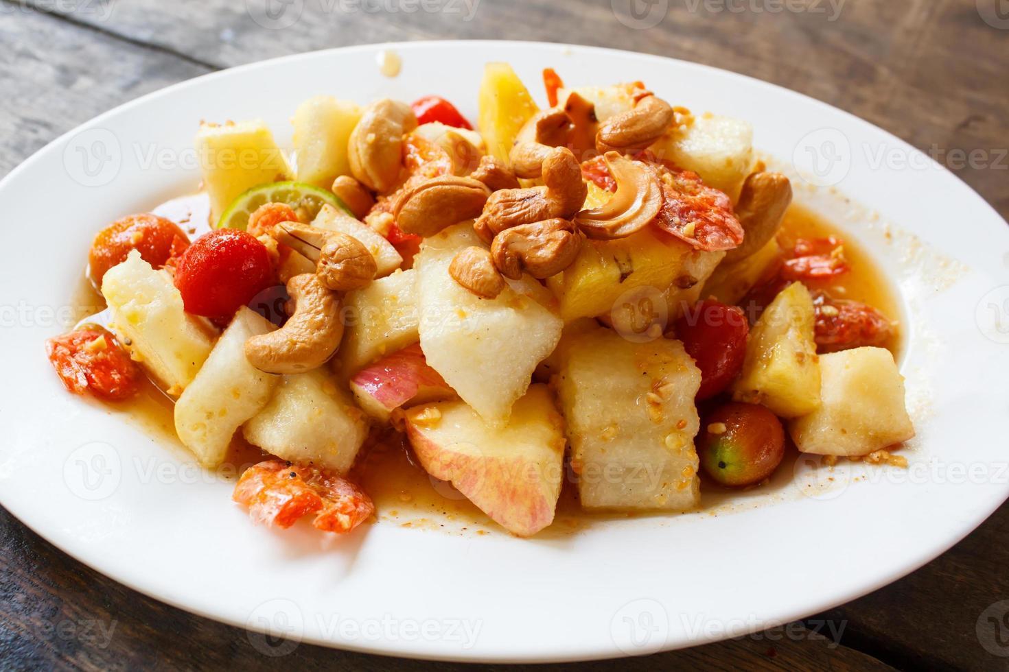 macedonia di frutta (som tam polamai). foto