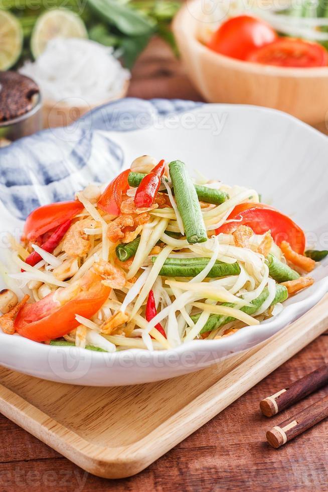 "insalata di papaya verde ""som tam"" foto"