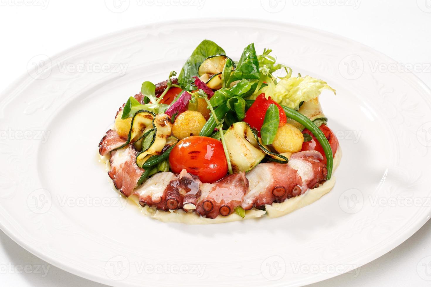insalate e piatti di pesce fresco foto