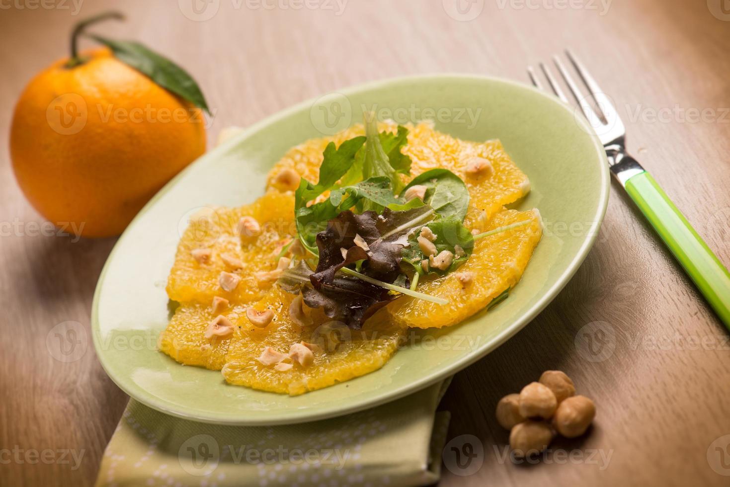 insalata di carpaccio di arance con nocciole foto