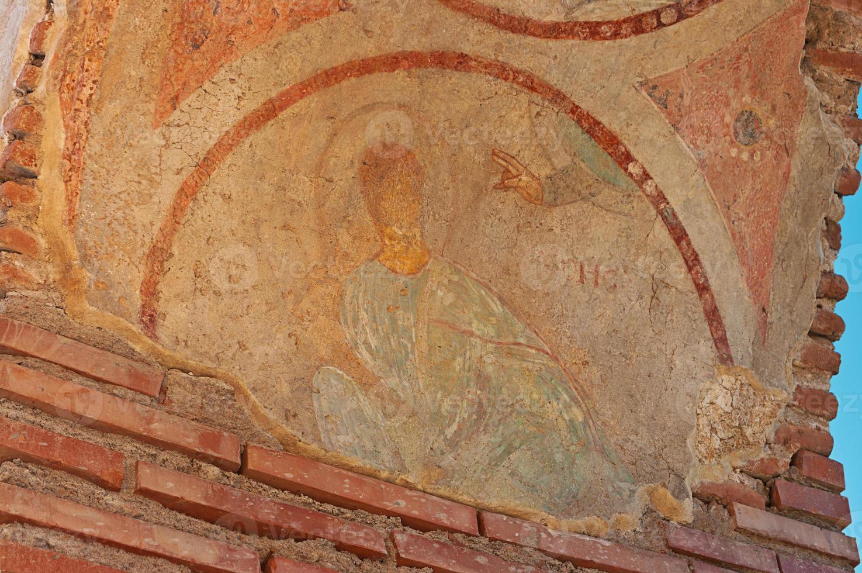 danneggiato fresko di benedizione della mano di dio foto