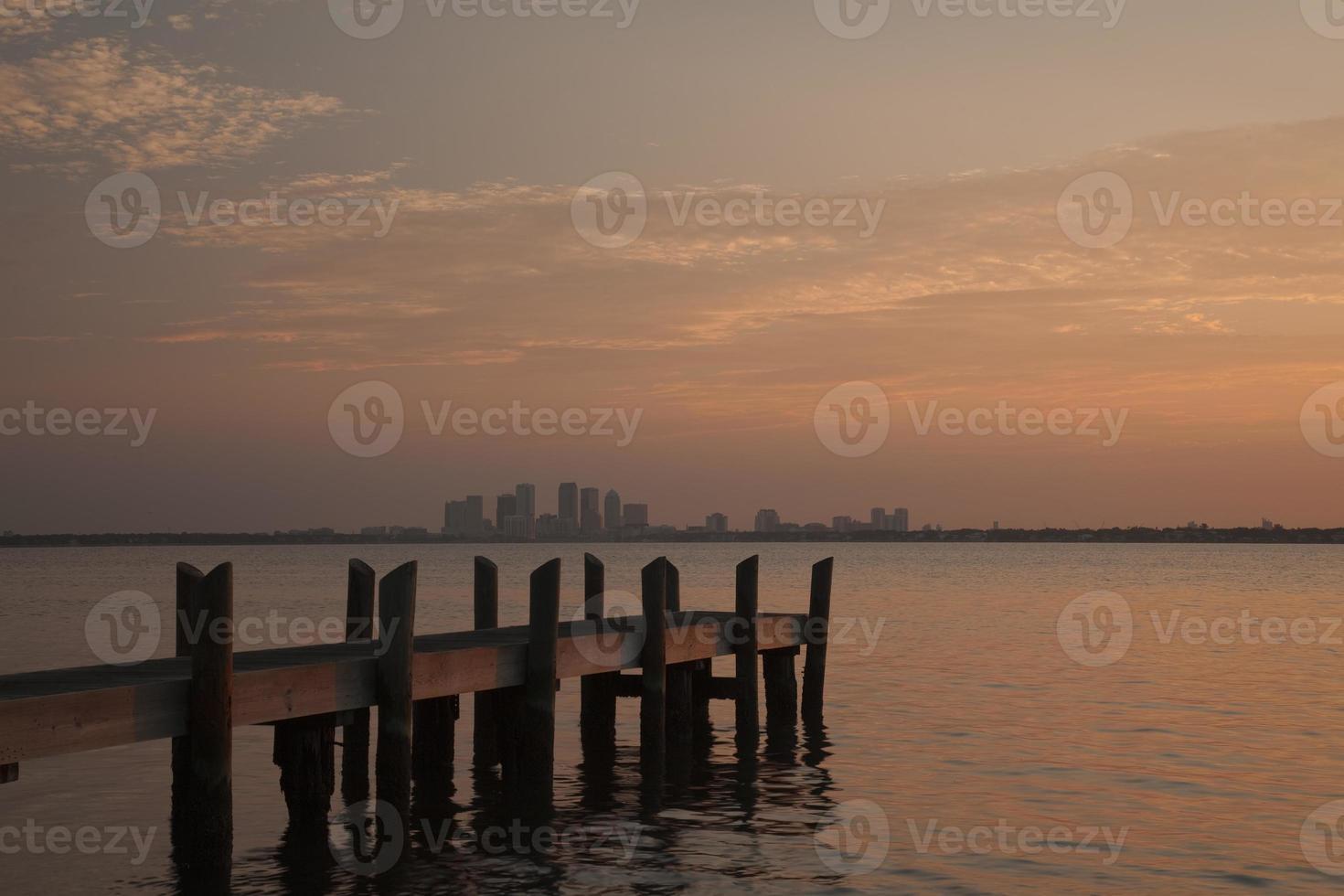 skyline di tampa bay all'alba foto