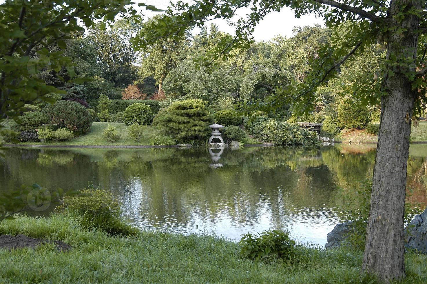 vista panoramica del giardino giapponese lago no0531 foto