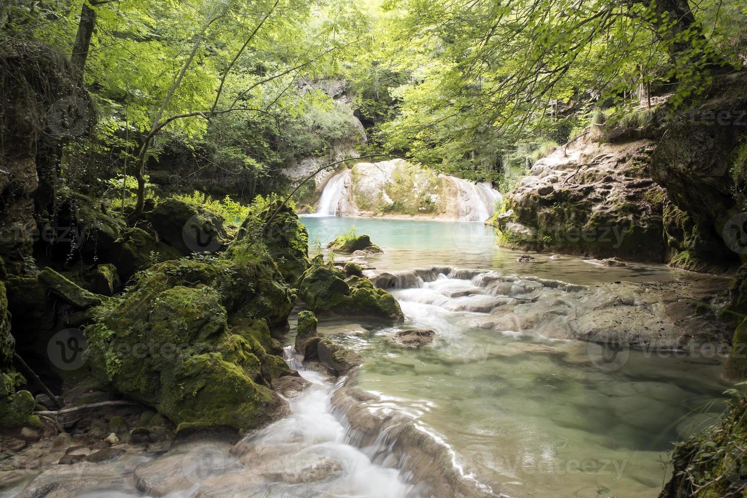 fiume urredera - navarra, spagna foto