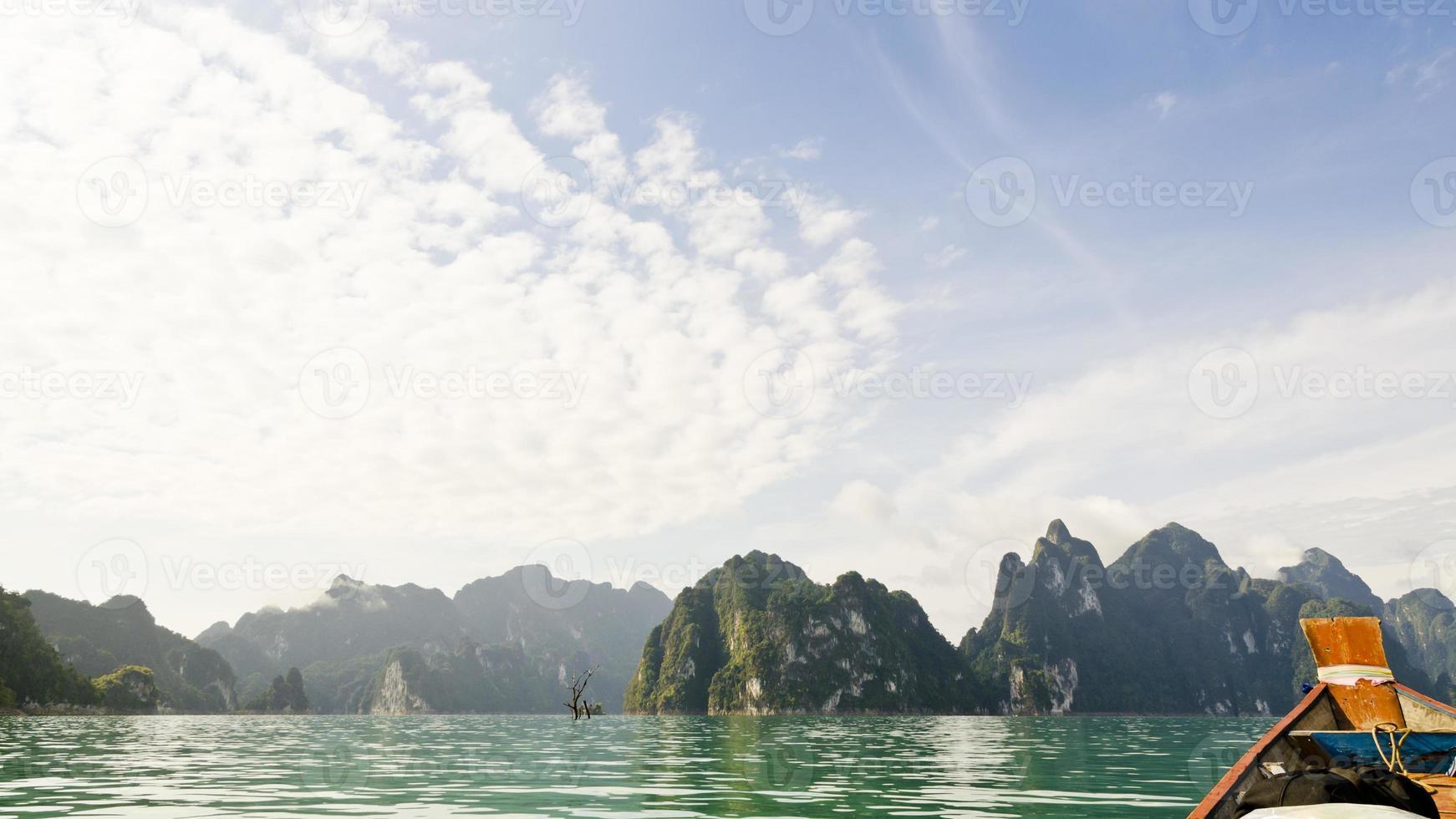 belle alte montagne e fiume verde (guilin della Tailandia). foto