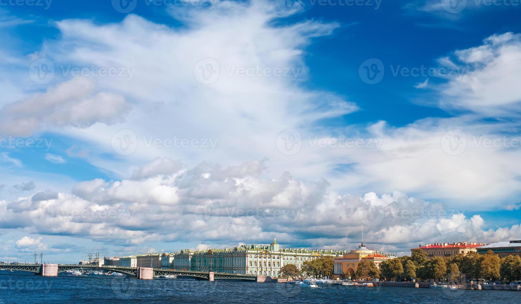vista del fiume neva a San Pietroburgo, russia foto