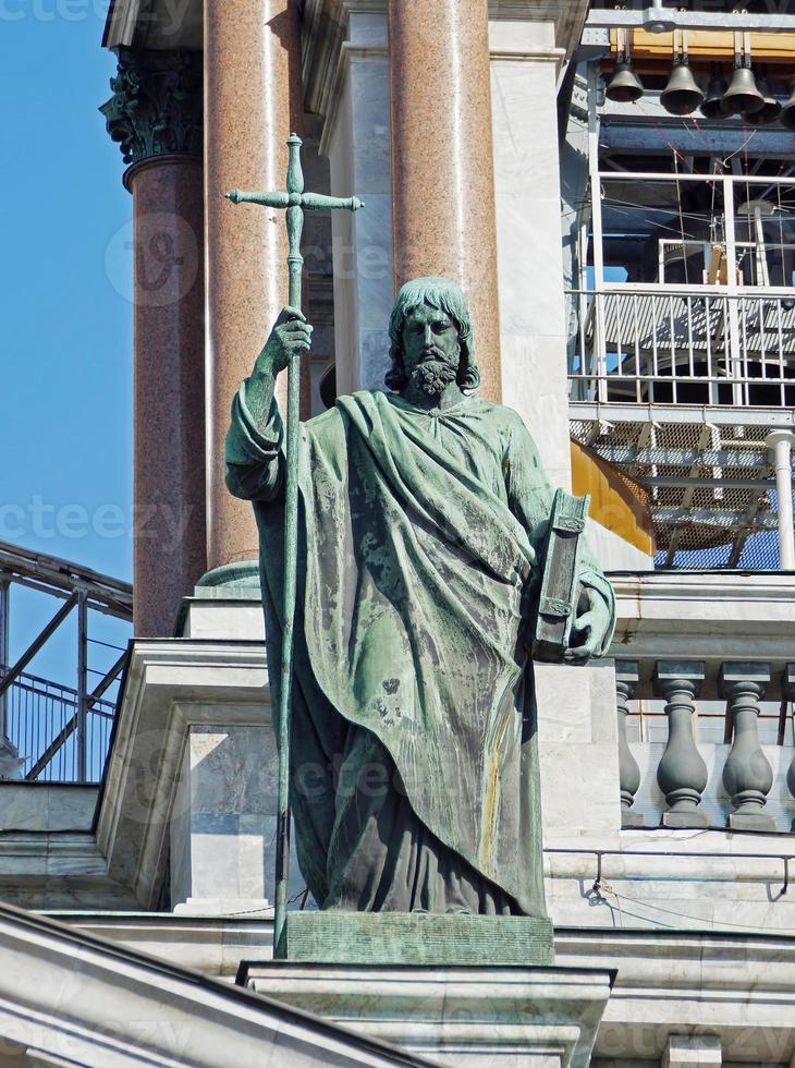 statua sulla cattedrale di saint isaac a st. Petersburg. Russia foto