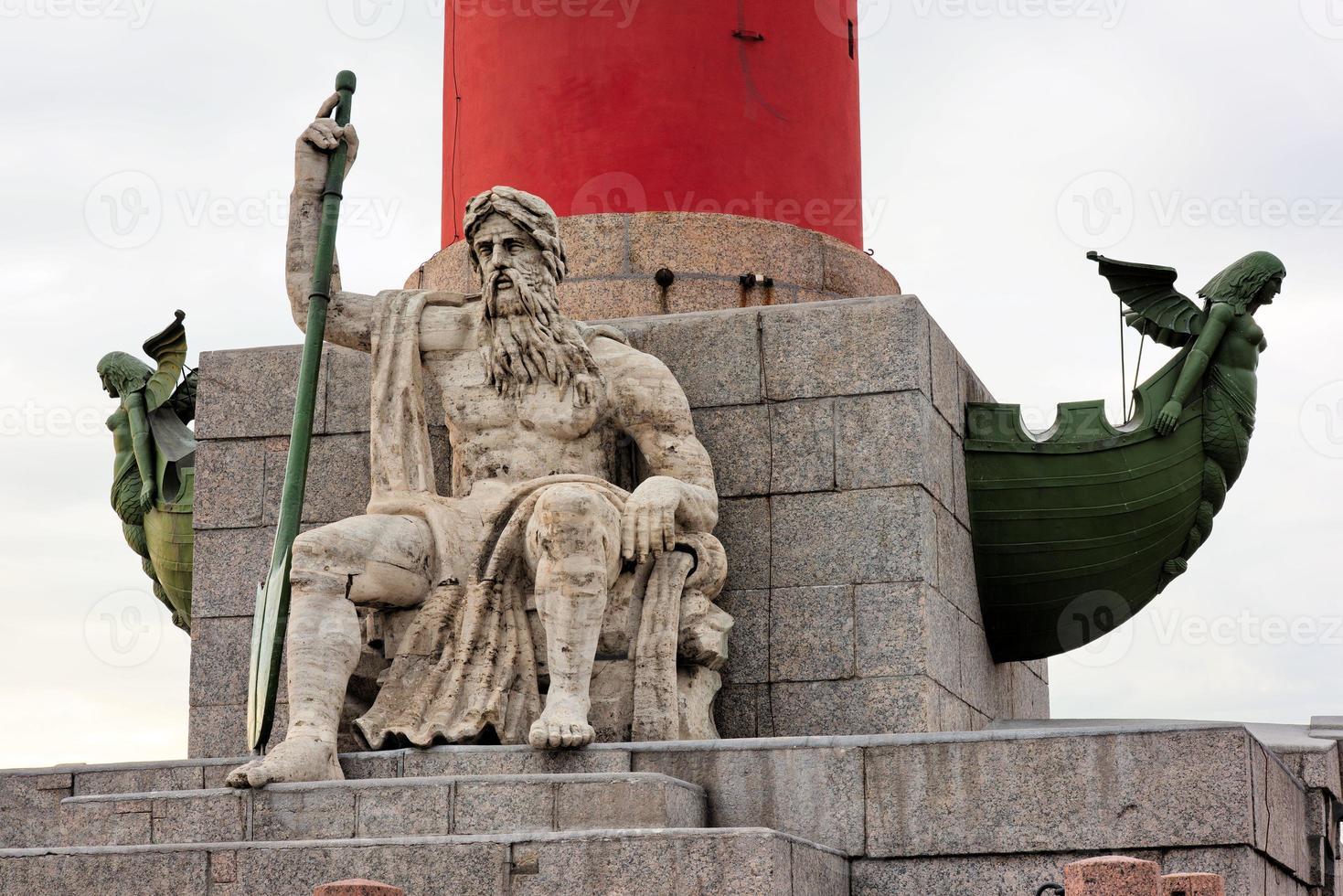 colonna rostrale sull'isola vasilyevskiy, st. Pietroburgo, Russia foto