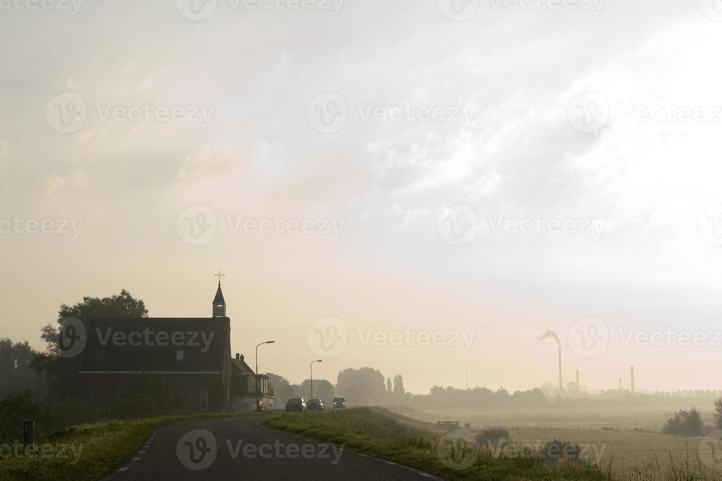 chiesa nel paesaggio foto