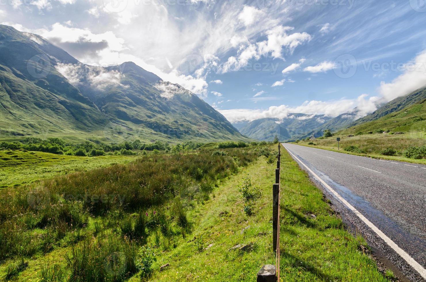 paesaggio scozzese degli altopiani di montagna foto