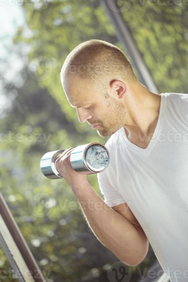 esercizio di sollevamento pesi foto