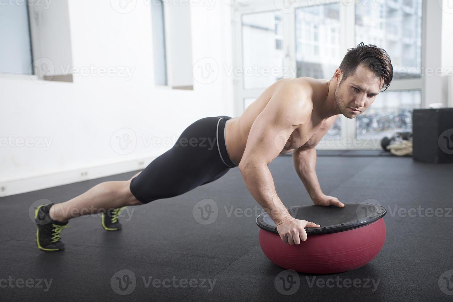 push-up su palla tosu foto