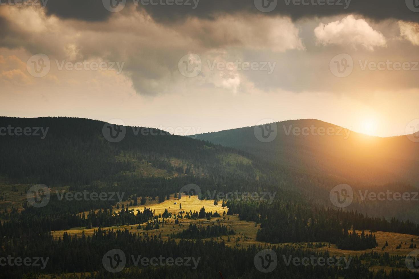bellissimo paesaggio montano foto