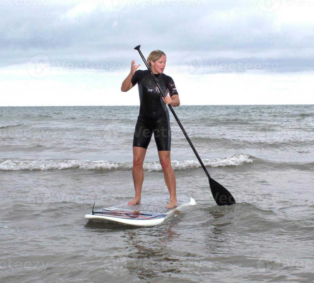 alzarsi paddle board foto
