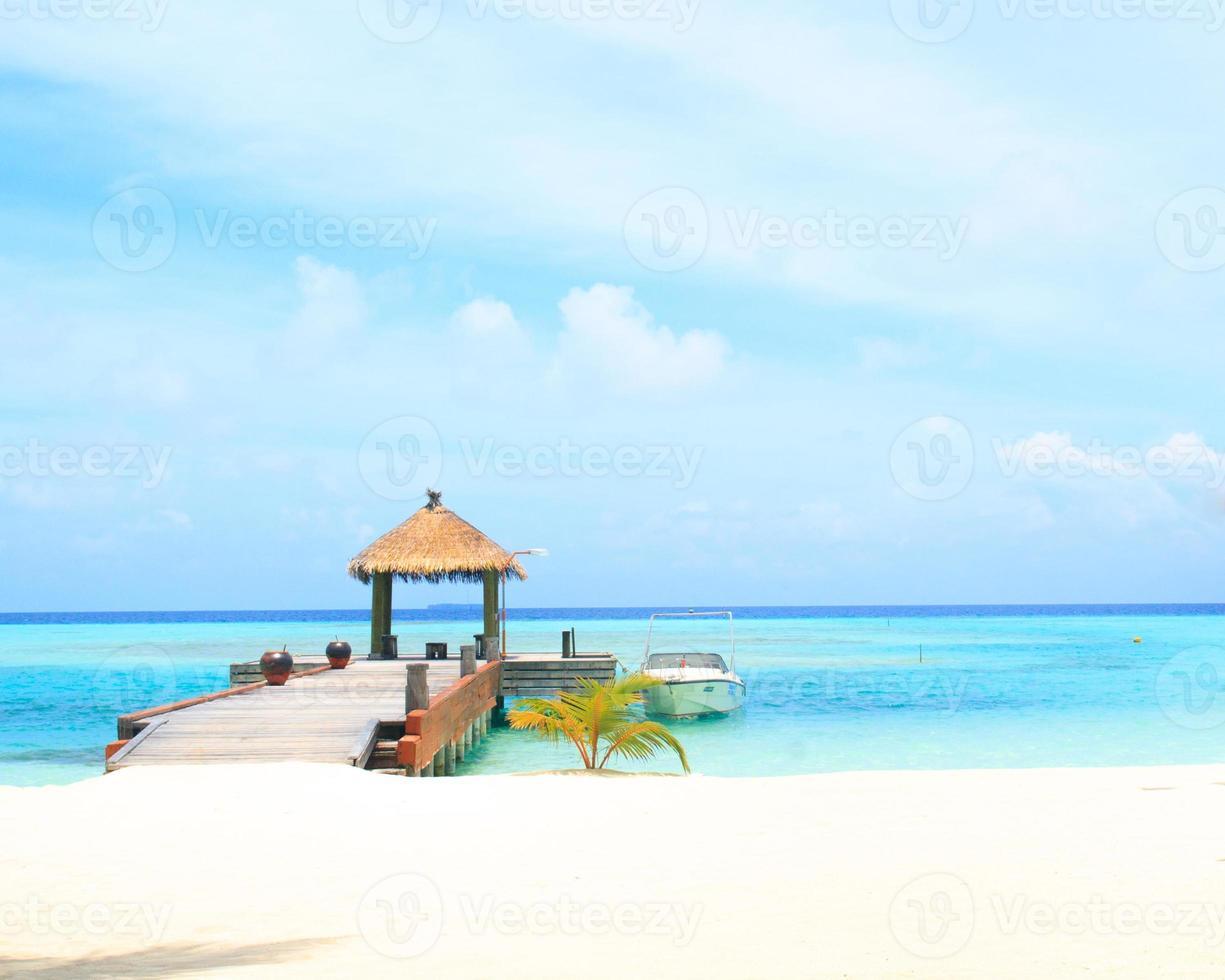 ville sull'acqua nella laguna tropicale blu foto