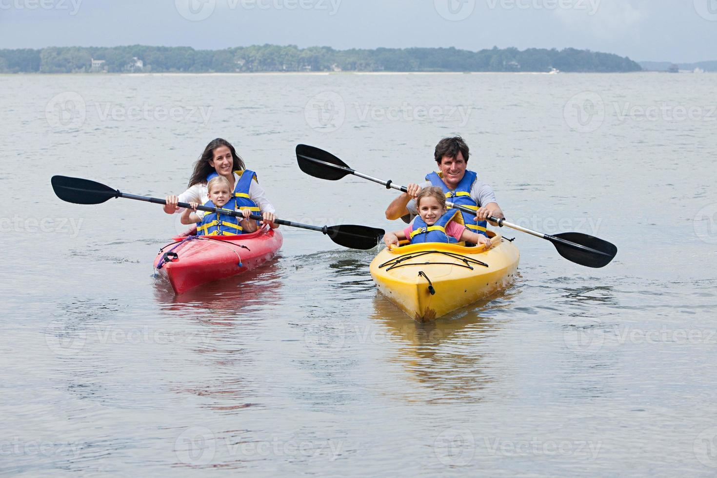 kayak di coppia e figlie foto