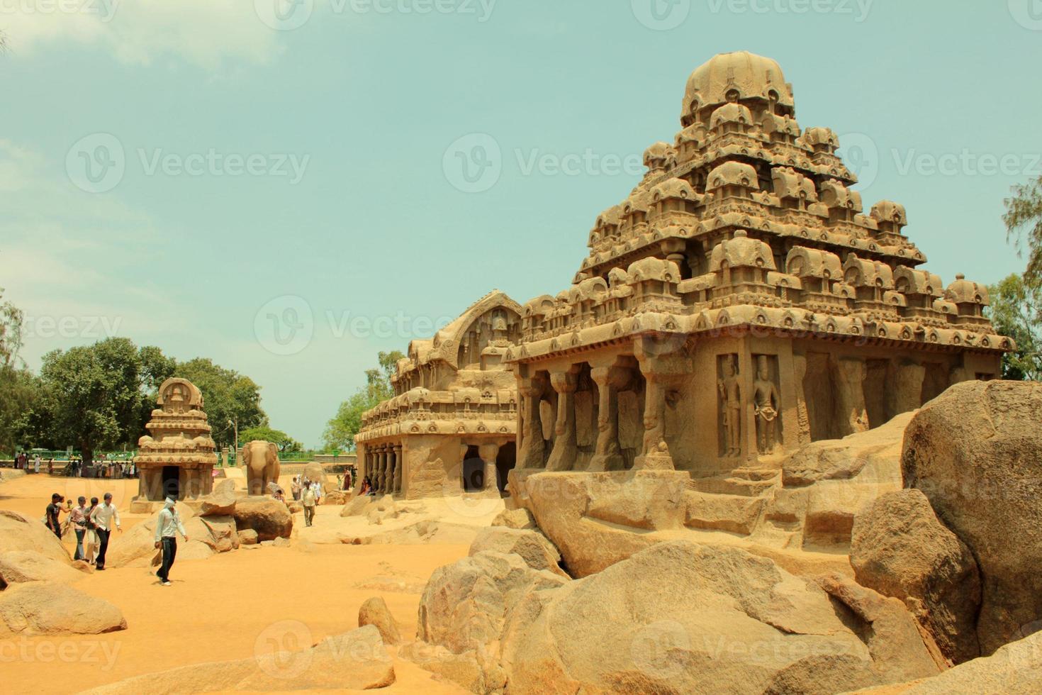 antico tempio rupestre, cinque rathas, india foto