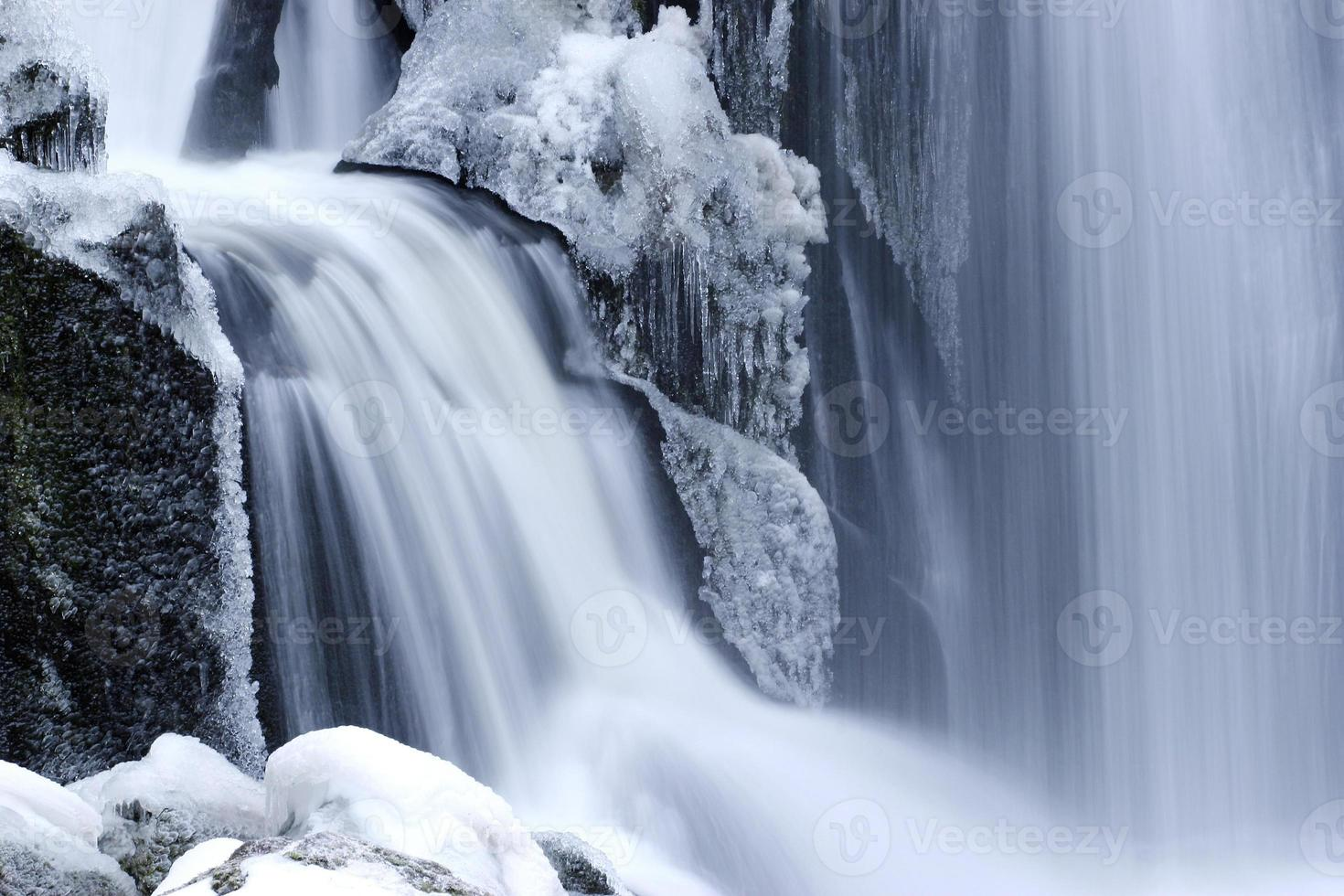 Wasserfall in inverno foto