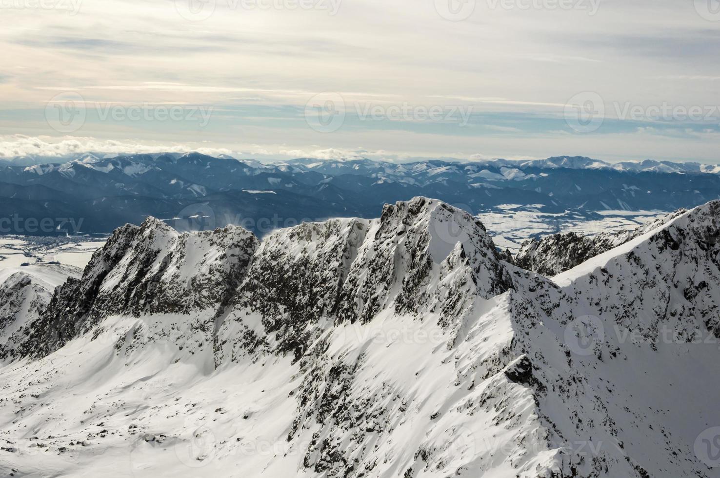 bellissima cresta in inverno foto