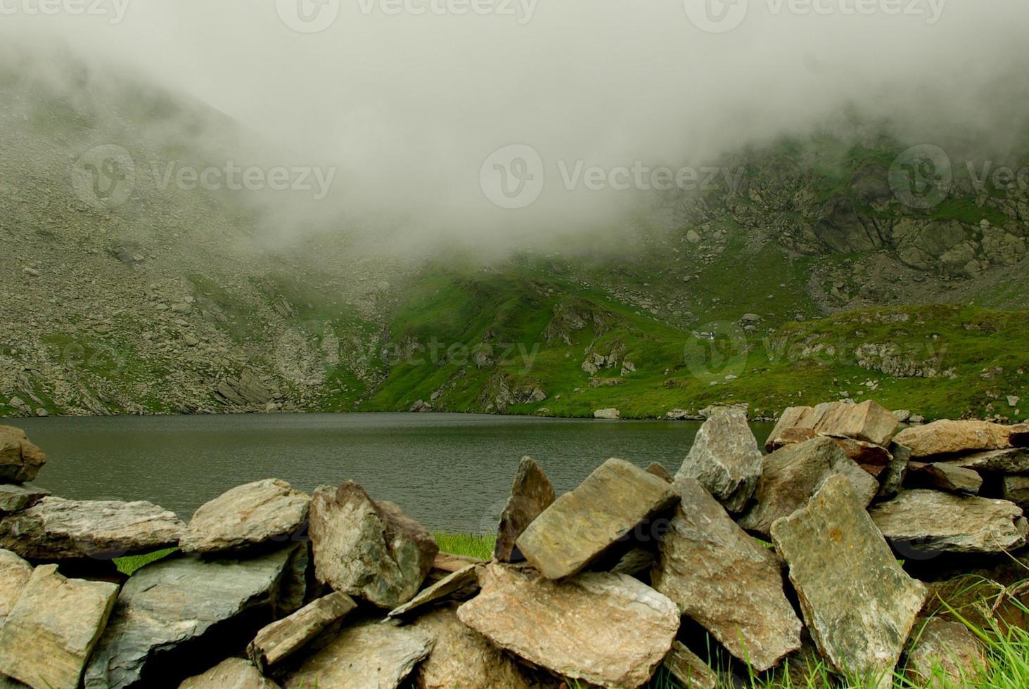 lago di capra - lago di montagna foto
