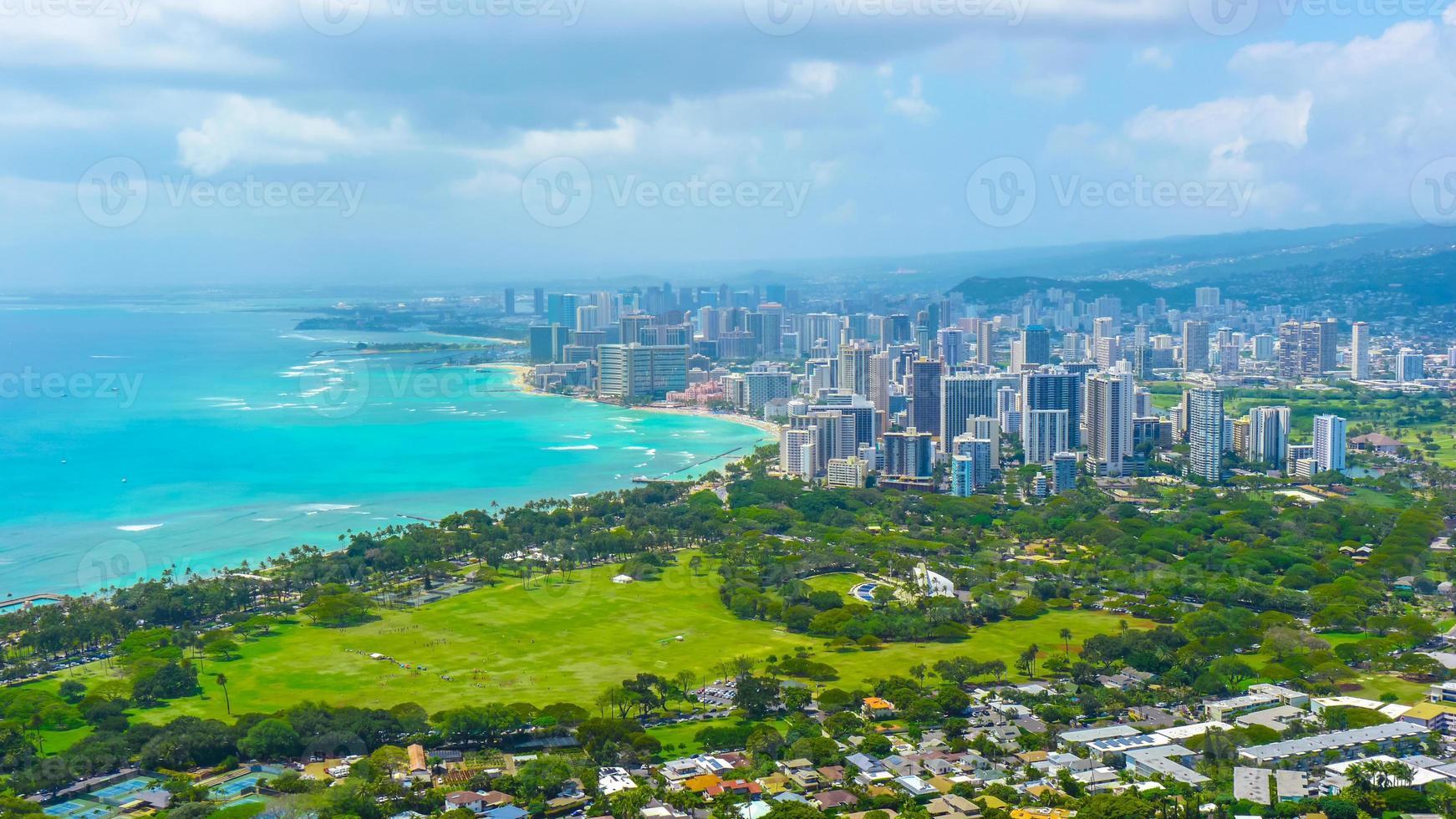 città tropicale sulla spiaggia foto