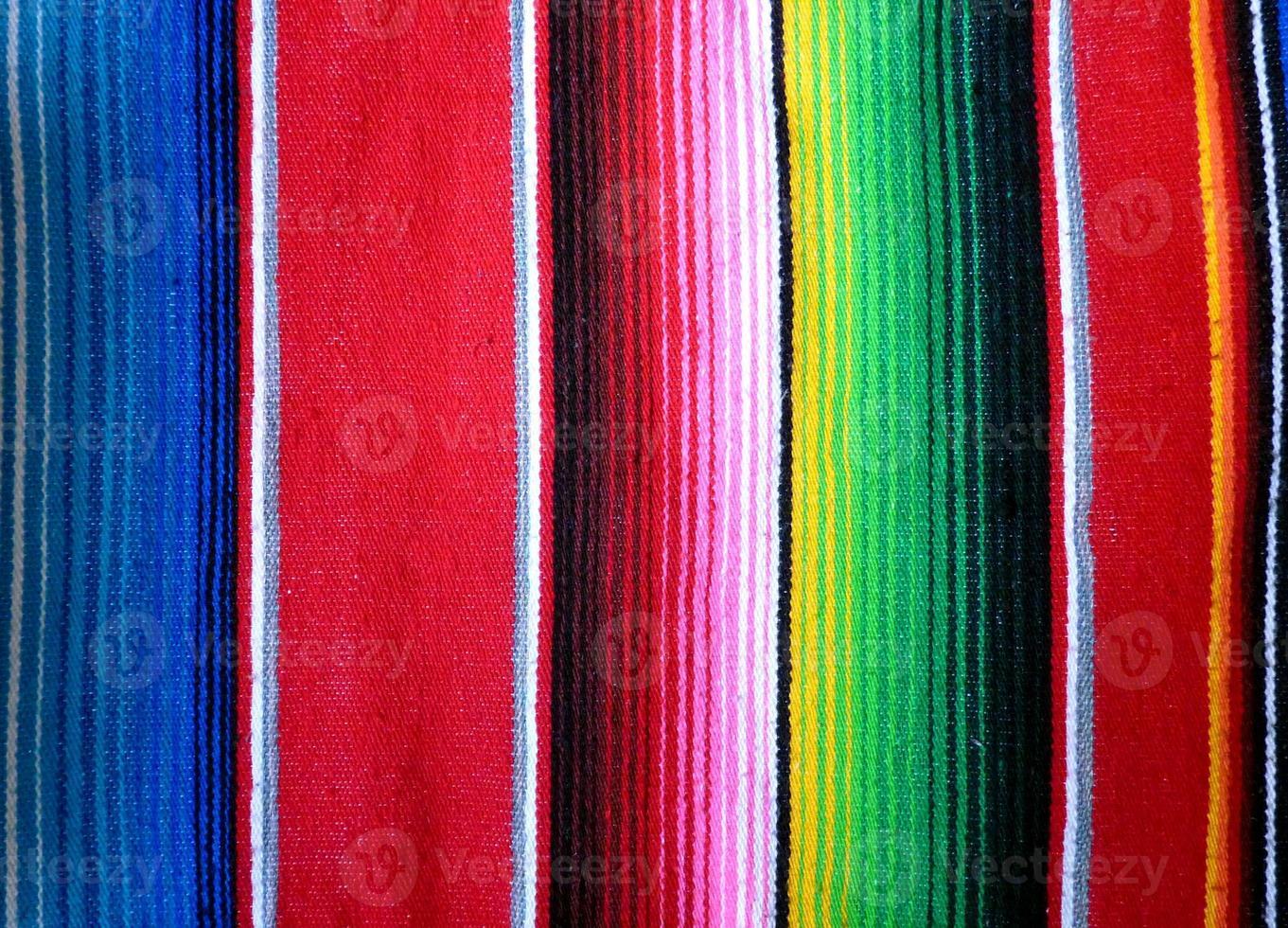 primo piano della mano tessuta sfondo poncho foto