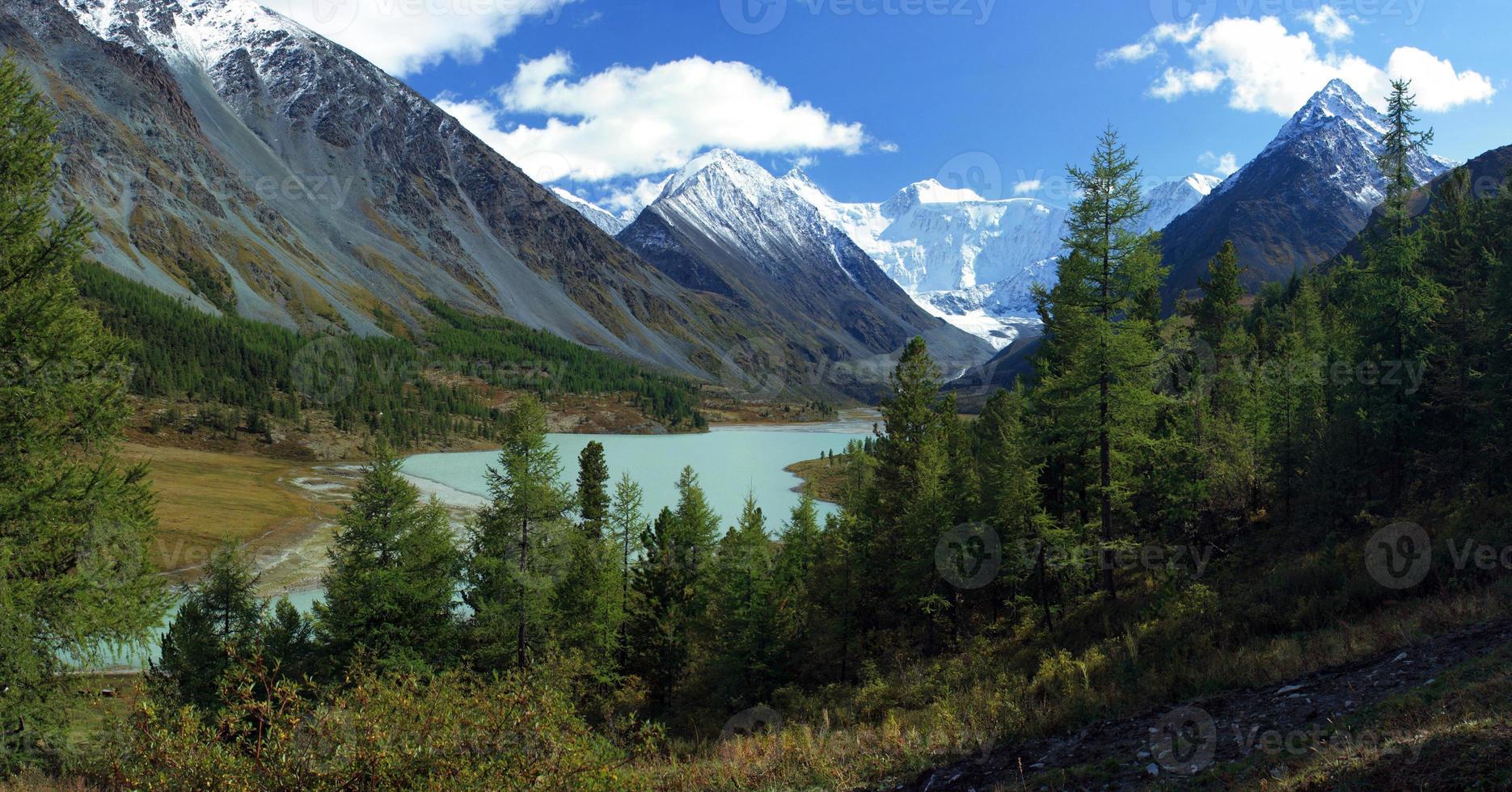 Altai. lago akkemskoe. foto