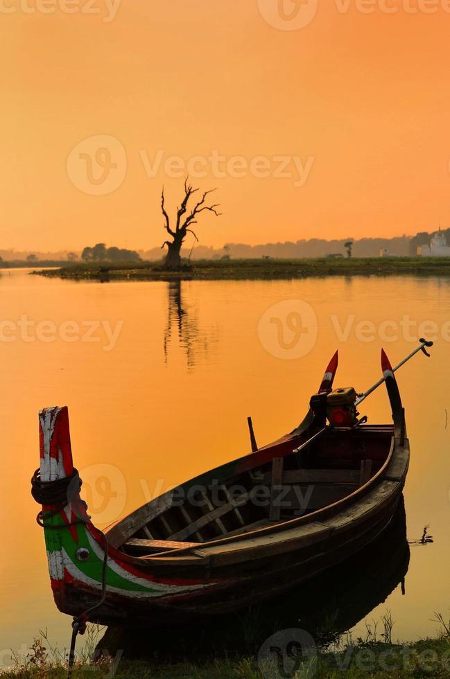 barca al lago taung tha man foto