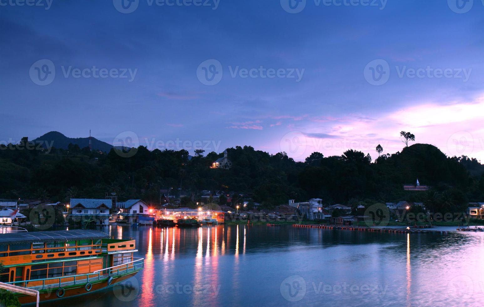 alba del lago toba foto