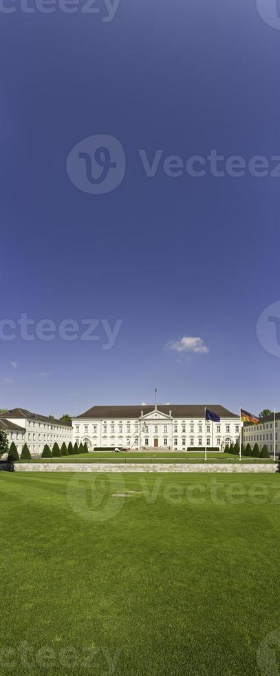 bandiera del cielo blu di Berlino schloss bellevue foto