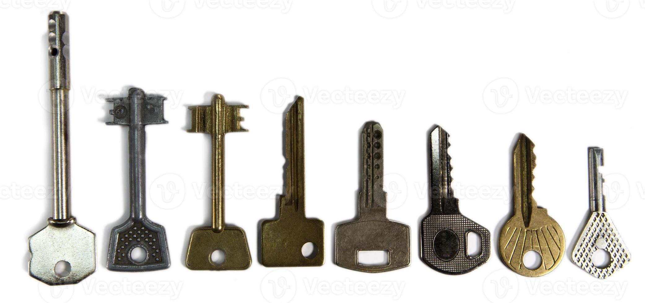 chiavi di varia forma, su uno sfondo bianco foto