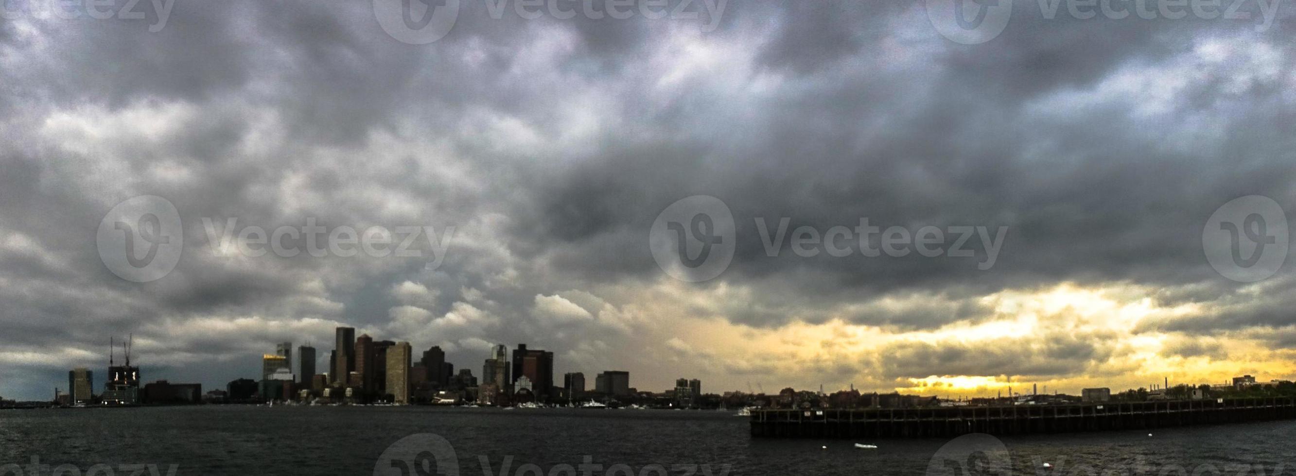 panorama dell'orizzonte di Boston con cloudscape foto