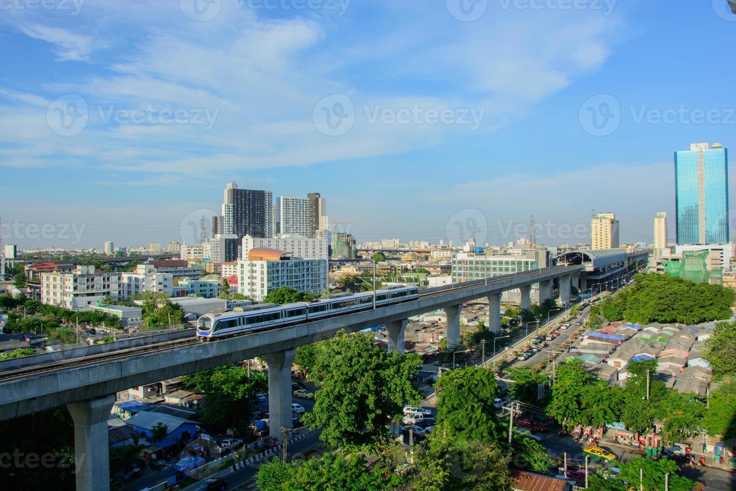 collegamento ferroviario bangkok-aeroporto foto