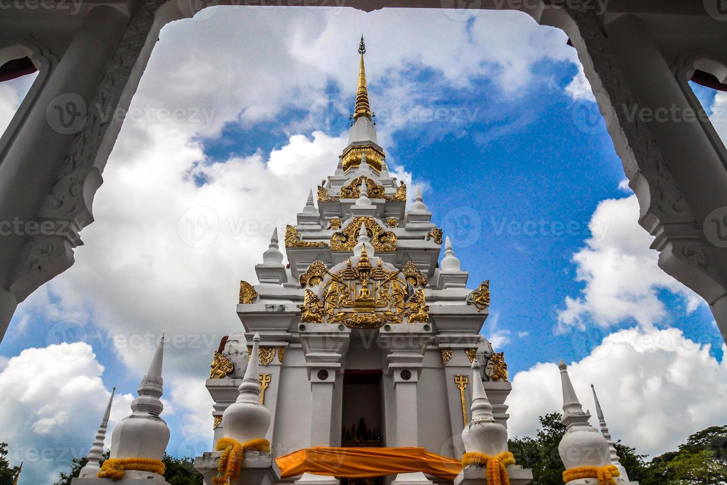 reliquie di buddha chaiya pagoda foto