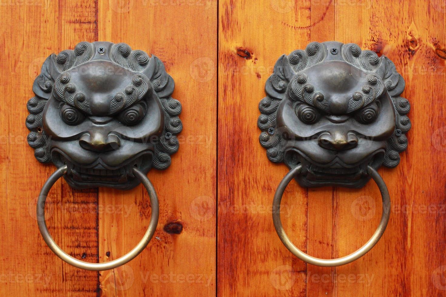 pomello per porta cinese con testa di leone, chengdu, porcellana foto