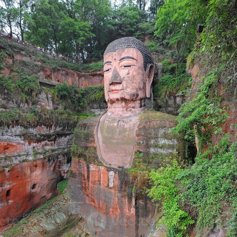 Buddha gigante famoso a Leshan - Cina foto