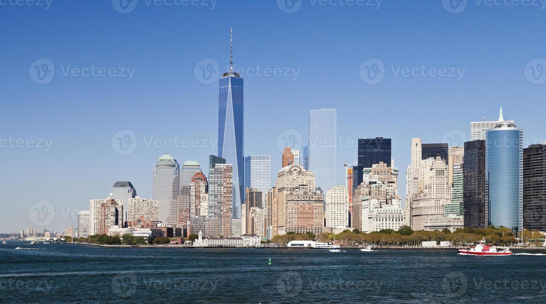la città di new york in centro con la torre della libertà 2014 foto