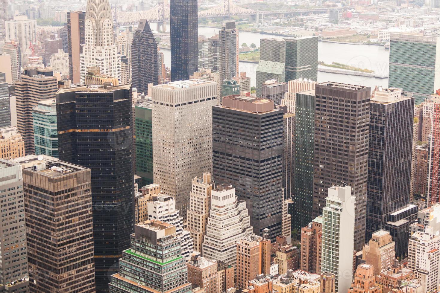 vista aerea di New York in una giornata nuvolosa foto