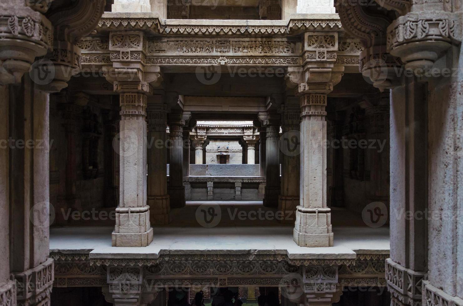 prospettiva di adalaj stepwell ad Ahmedabad foto