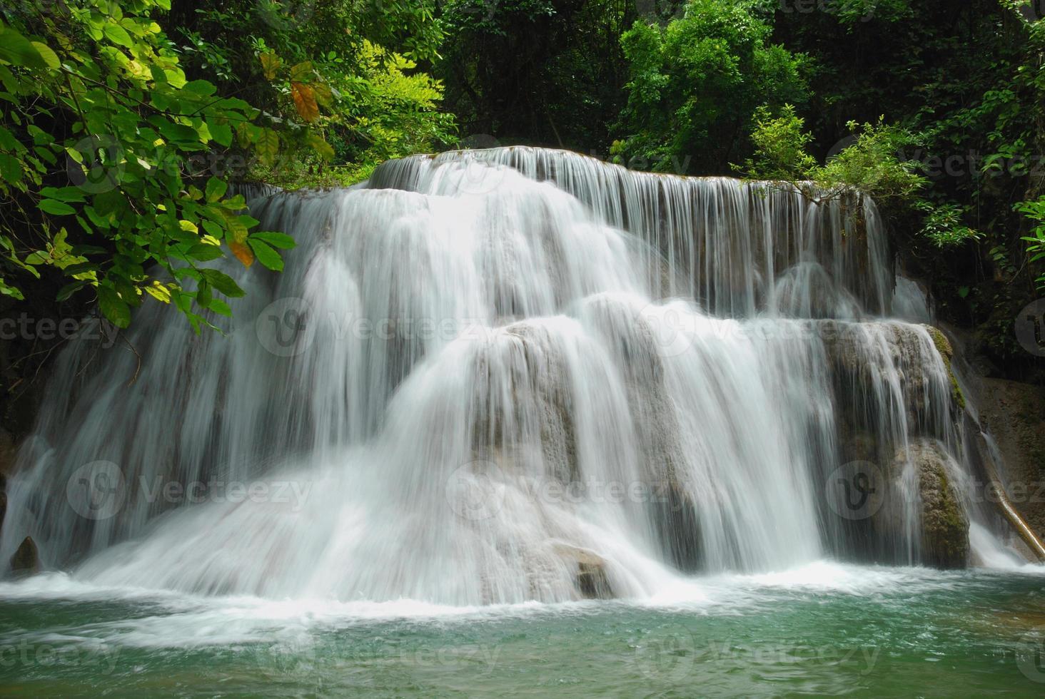 huay mae ka min waterfall in thailandia foto