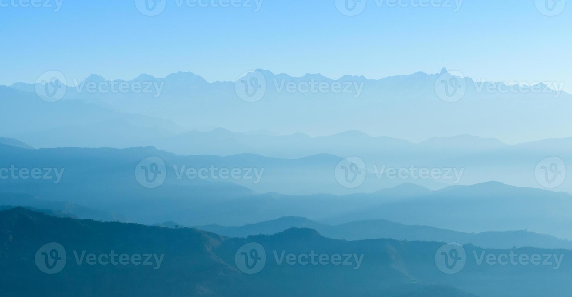 gli strati di montagna foto