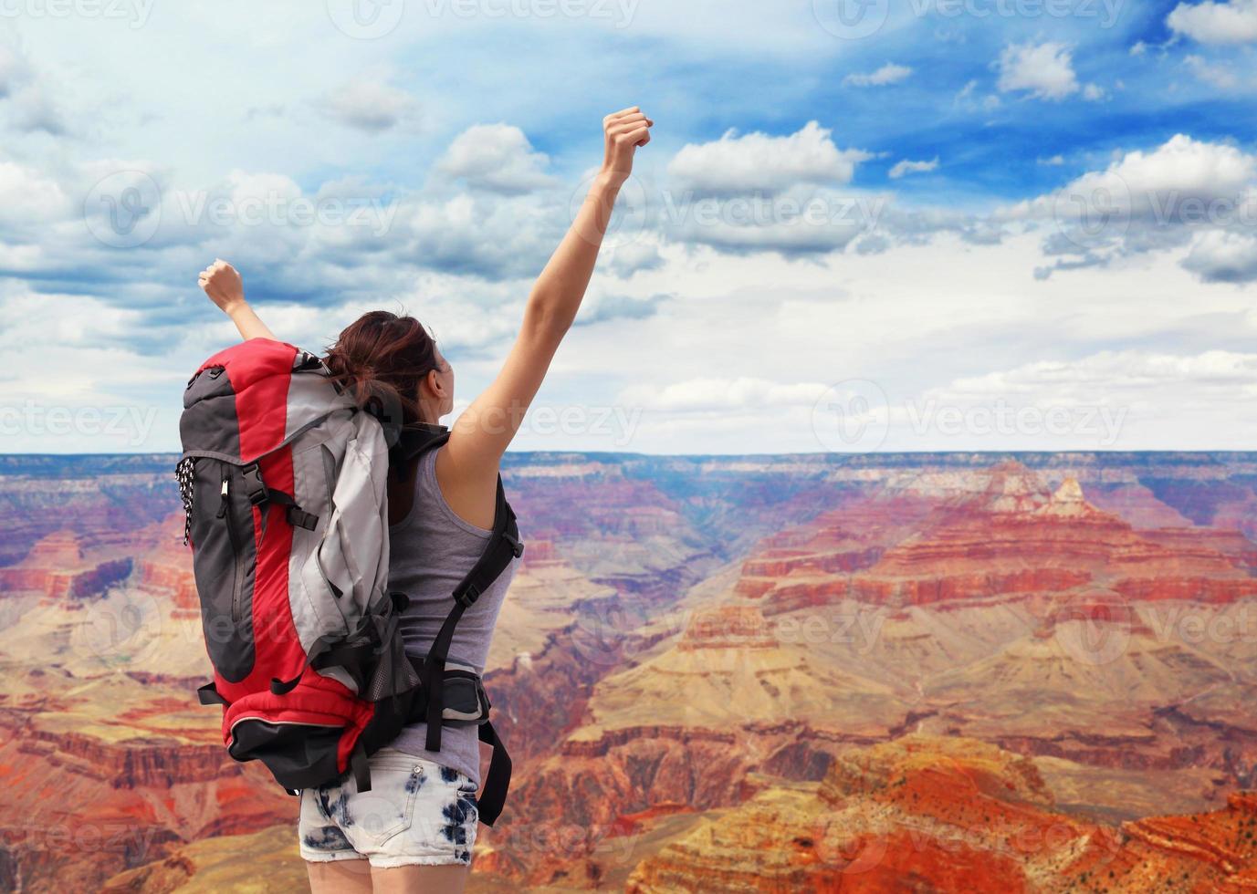 escursionista di montagna donna nel grand canyon foto