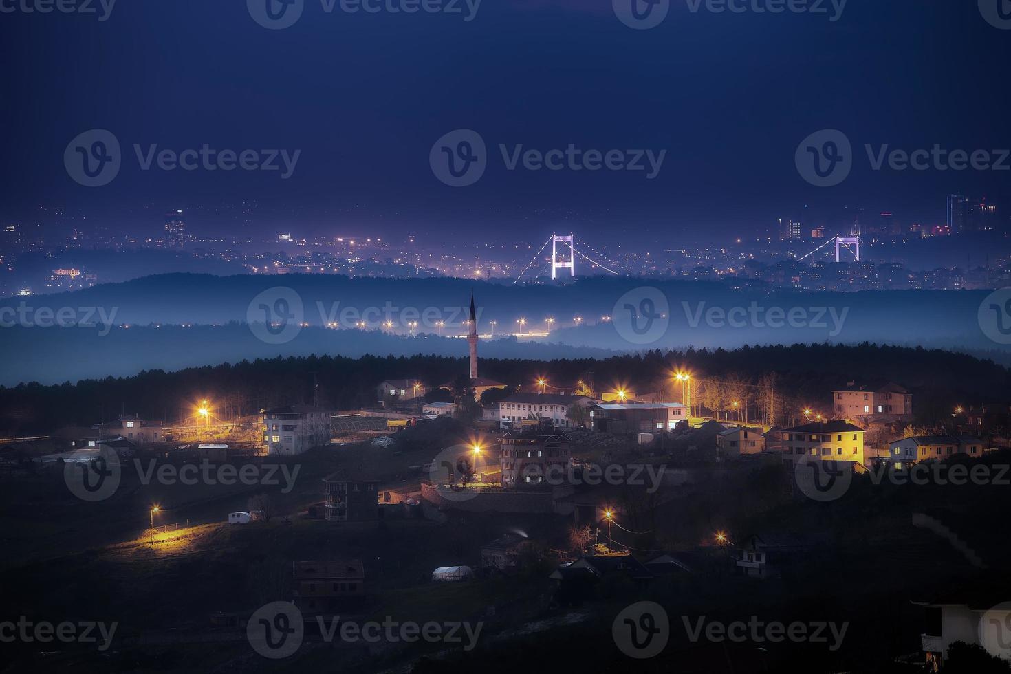 skyline di Istanbul di notte foto