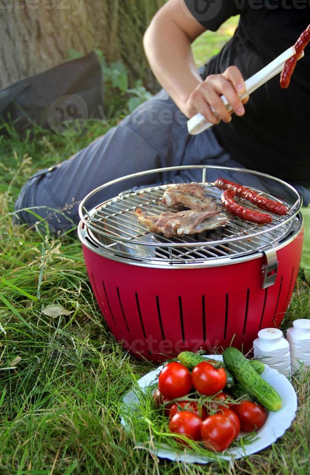 barbecue estivo sulla natura foto