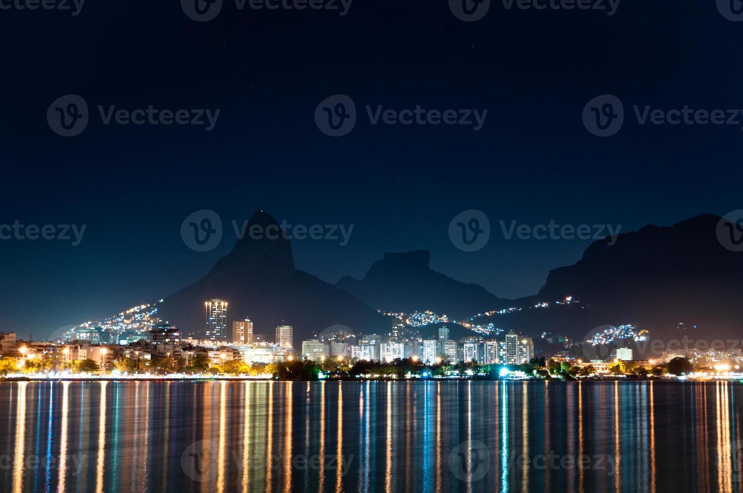 rio de janeiro di notte foto