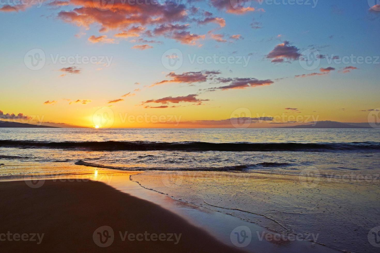 tramonto della spiaggia di Maui foto
