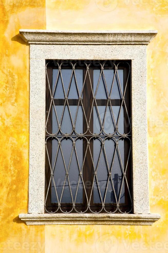 Shutter Europa Italia Lombardia nel vecchio windo di Milano foto