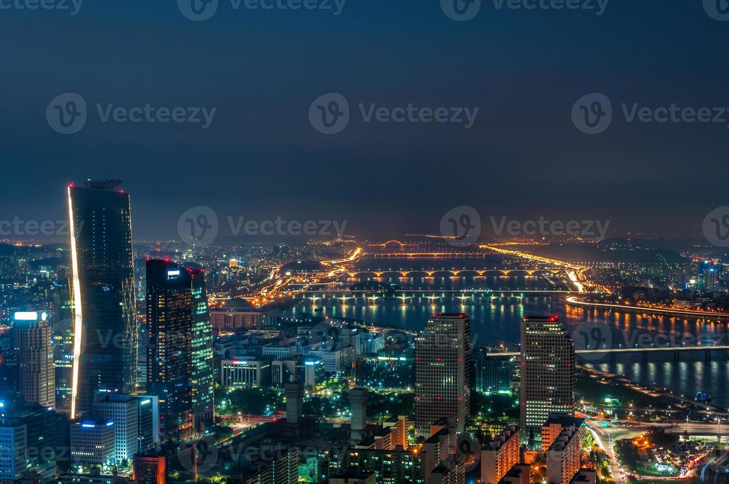 skyline di Seoul di notte foto